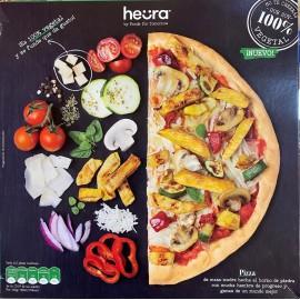 Pizza 100% vegana: de verdures i trossets de soja texturitzada, sobre una base de pa cruixent.